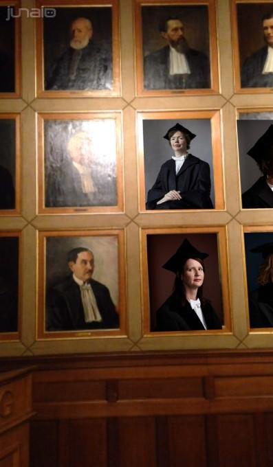 Een flink aantal portretten van mannen heeft plaatsgemaat voor portretten van hedendaagse vrouwelijke hoogleraren.